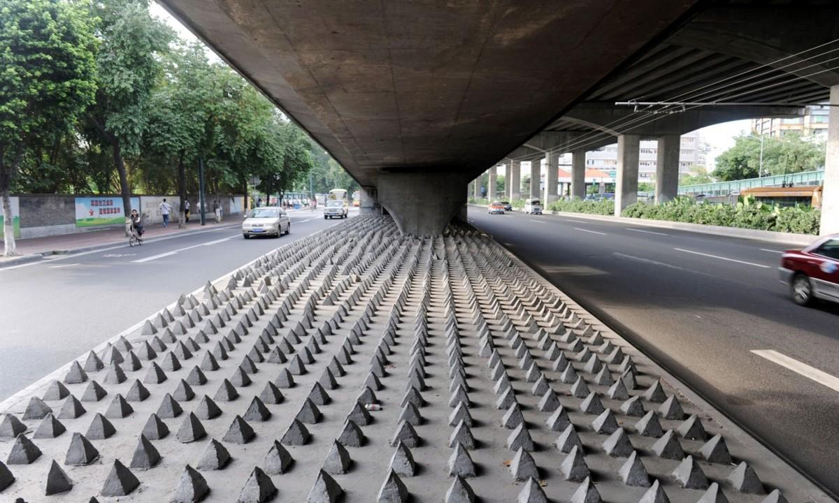 Concrete spikes under a road bridge in Guangzhou city, Guangdong, China. (Photo: Imaginechina/REX)