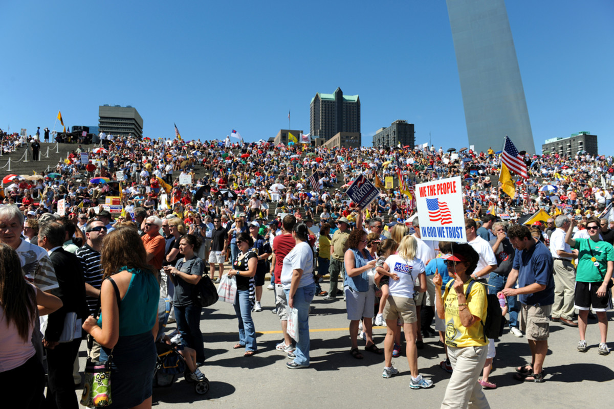 Rally of the Tea Party Patriots in downtown Saint Louis, Missouri, on September 12, 2010. (Photo: R. Gino Santa Maria/Shutterstock)