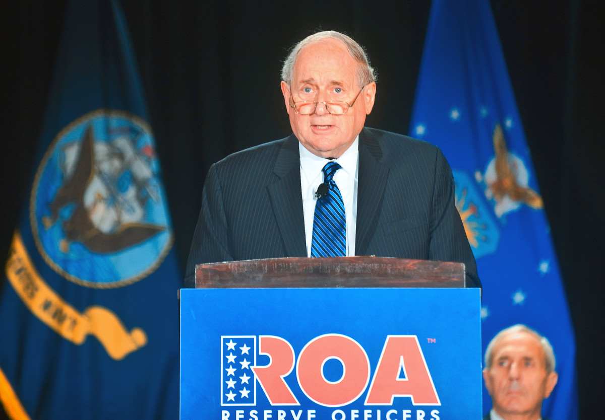 Longtime Michigan Senator Carl Levin speaking in 2013. (Photo: Jim Greenhill/Flickr)