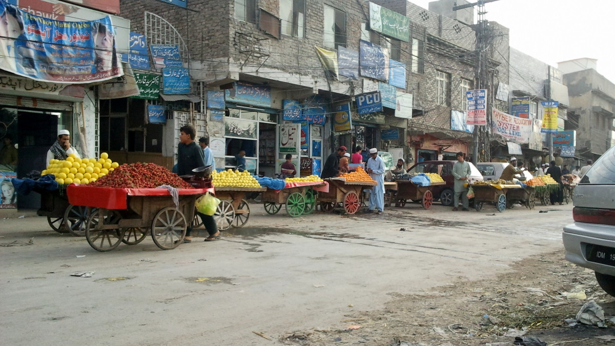 The streets of Peshawar, Pakistan. (Photo: Drsaeed90/Wikimedia Commons)
