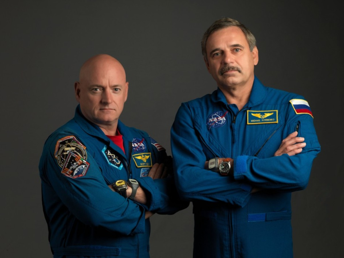 From left: NASA astronaut Scott Kelly and Russian cosmonaut Mikhail Kornienko. (Photo: Bill Stafford/NASA)