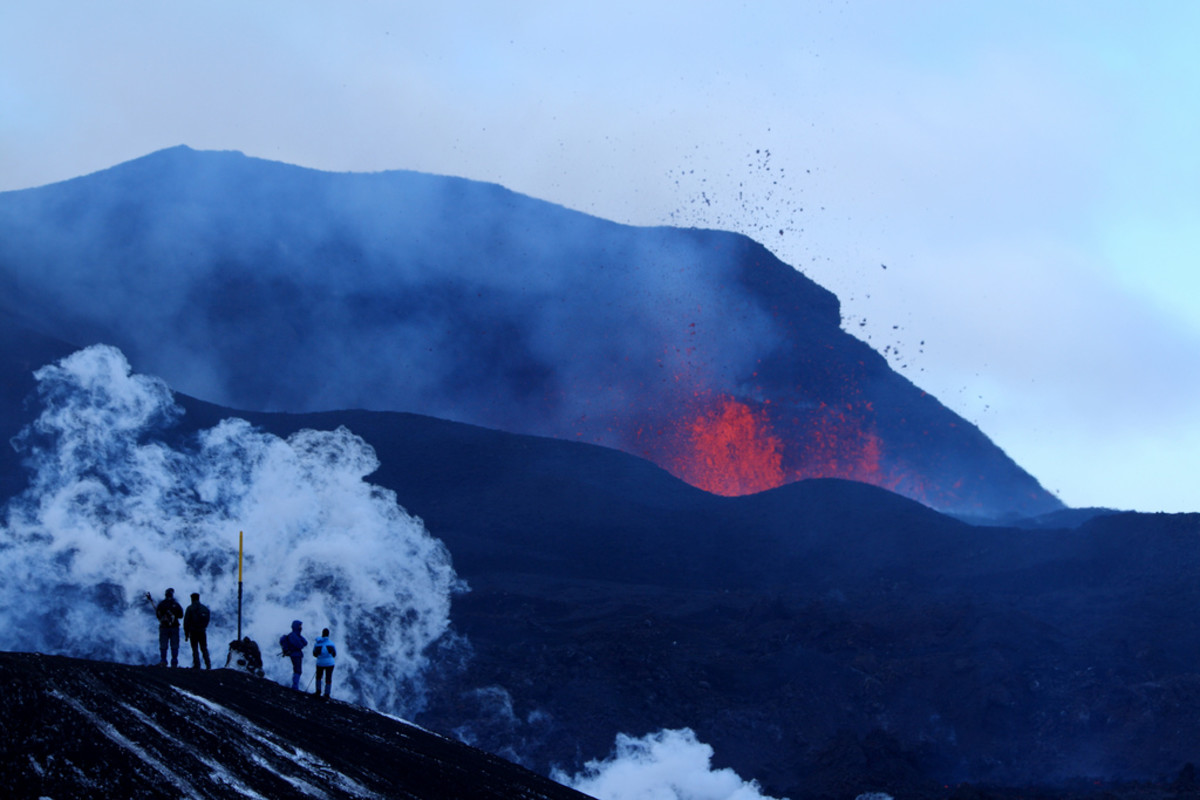Lava spews at Fimmvörduháls in Iceland. (Photo: bruce_mcadam/Flickr)