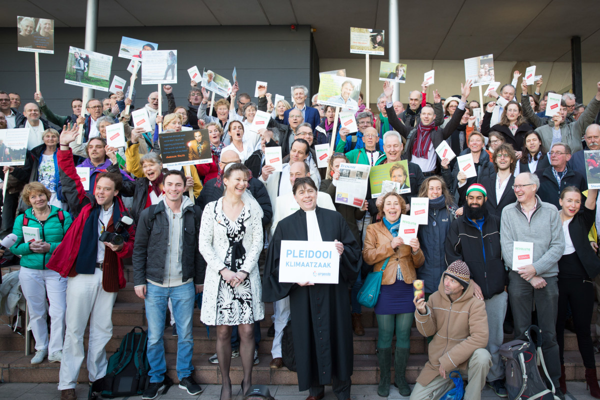 Nine hundred Dutch citizens have joined Urgenda's case as co-plaintiffs, many of whom attended today's hearings in person. (Photo: Chantal Bekker/Urgenda)