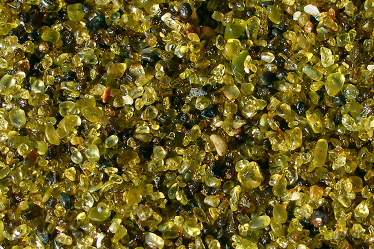 The green sand of Papakolea Beach, Hawaii, is actually olivine crystals that have been eroded from lava rocks. (Photo: Brian W. Schaller/Wikimedia Commons)