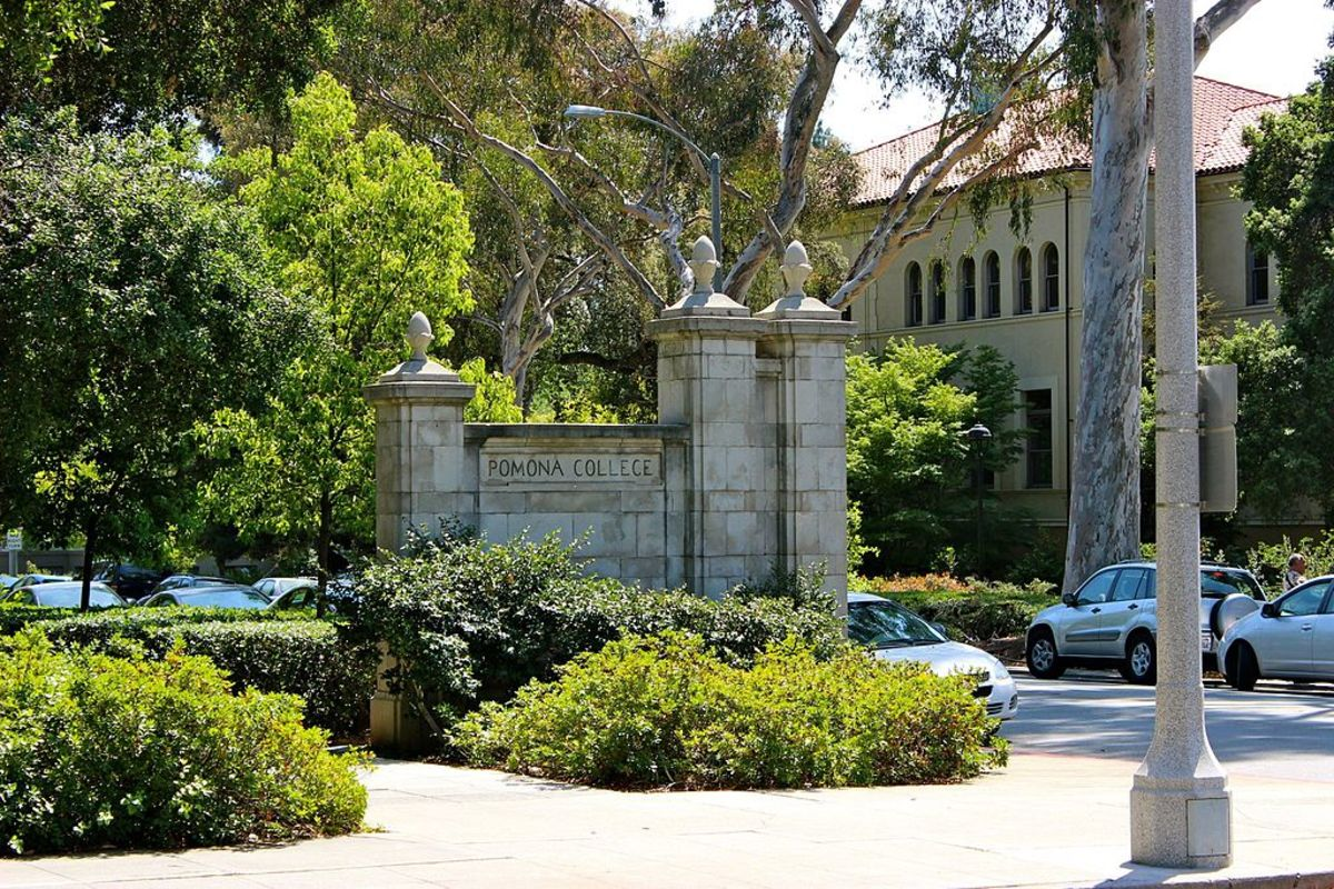 The gates of Pomona College. (Photo: Officialpomonacollege/Wikimedia Commons)