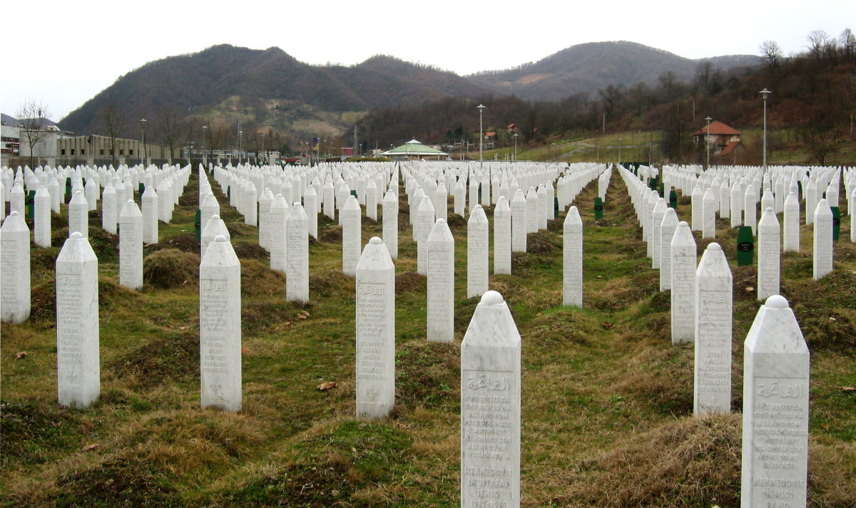The cemetery at the Srebrenica-Potočari Memorial and Cemetery to Genocide Victims. (Photo: Michael Büker/Wikimedia Commons)