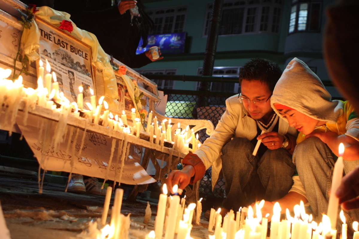 People light candles in memory of victims of terrorist attacks in  Mumbai, India. (Photo: De Visu/Shutterstock)