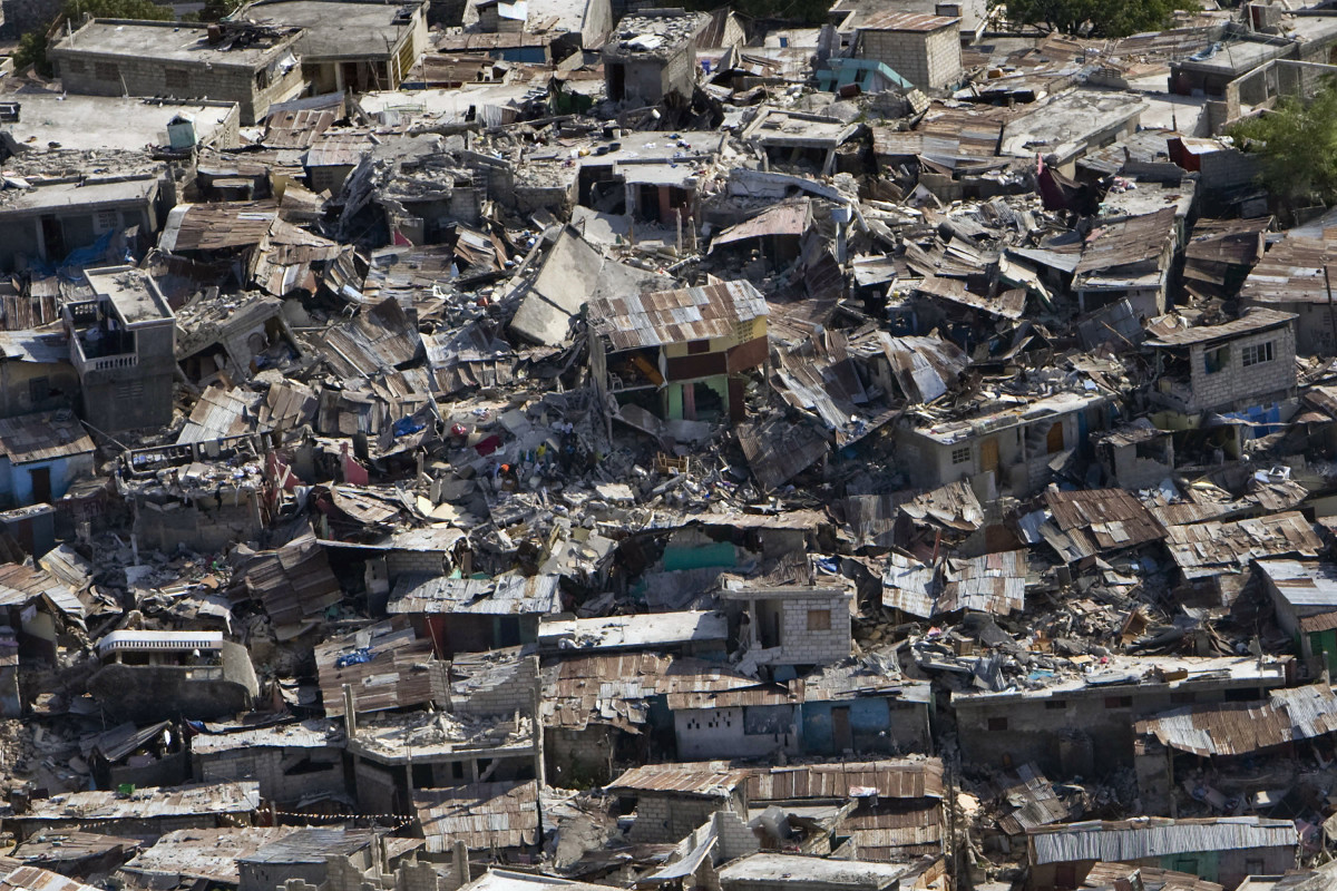 A destroyed neighborhood shows the damage of the earthquake that struck Haiti in 2010. (Photo: United Nations Development Programme/Flickr)