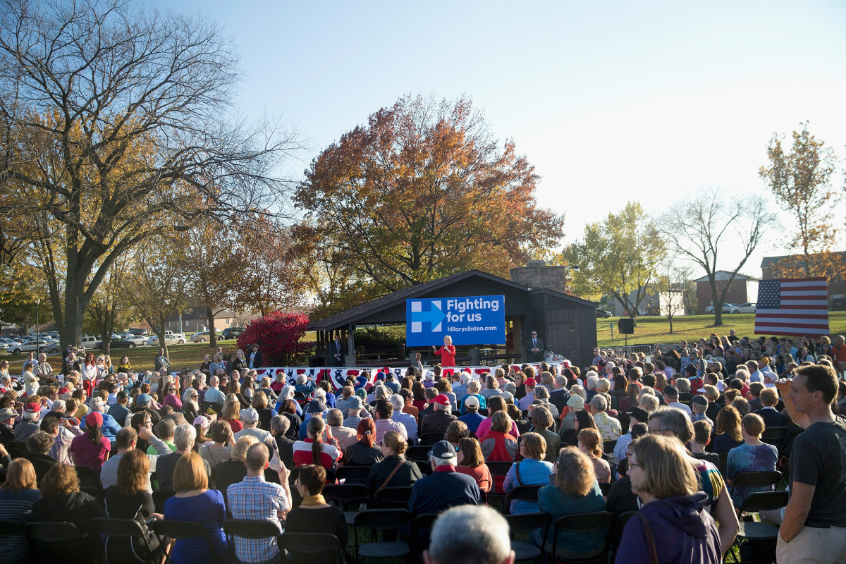 Democratic presidential candidate Hillary Clinton speaks to guests at a campaign event on November 3, 2015, in Coralville, Iowa. (Photo: Scott Olson/Getty Images)