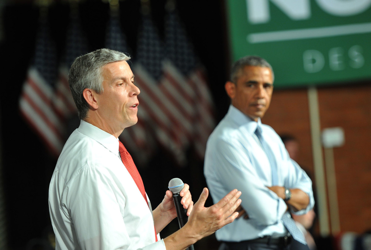 Secretary of Education Arne Duncan speaks at a town hall meeting on September 14, 2015, in Des Moines, Iowa. (Photo: Steve Pope/Getty Images)