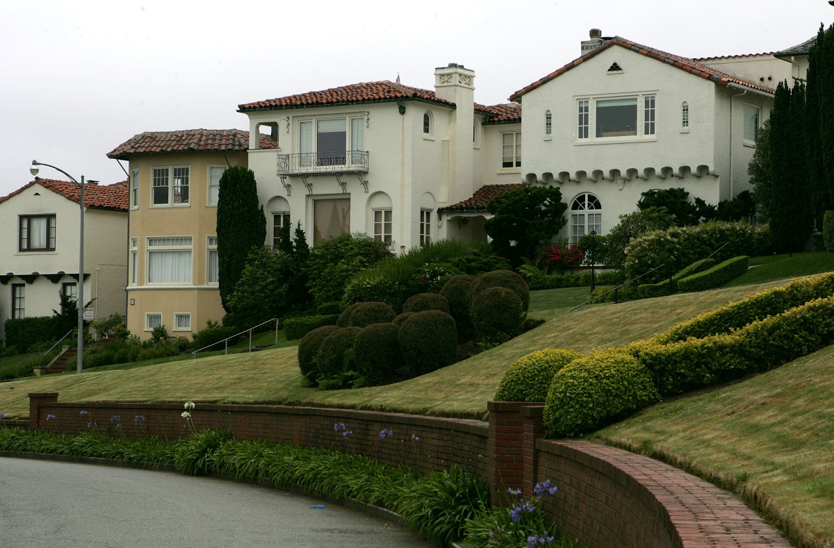 A row of luxury homes in  the Sea Cliff neighborhood of San Francisco, California. (Photo: Justin  Sullivan/Getty Images)