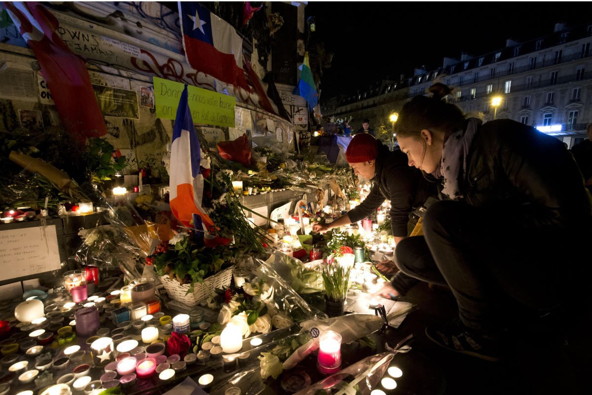 People light candles at a makeshift memorial in tribute to the victims of the attacks in Paris. (Photo: Joel Saget/AFP/Getty Images)