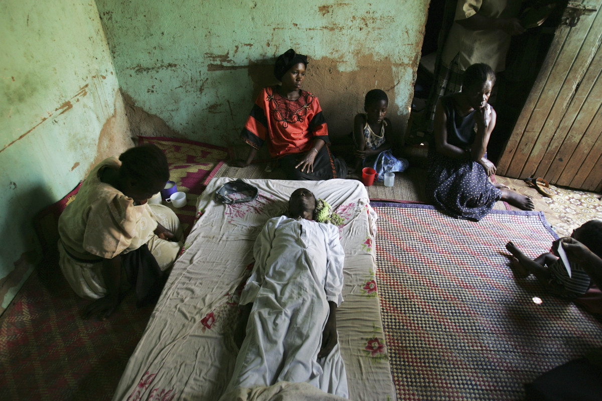 Family members mourn the death of Samuel Kaye, who died from an HIV-related infection, at their house on December 13, 2005, in Kampala, Uganda. (Photo: Marco Di Lauro/Getty Images)