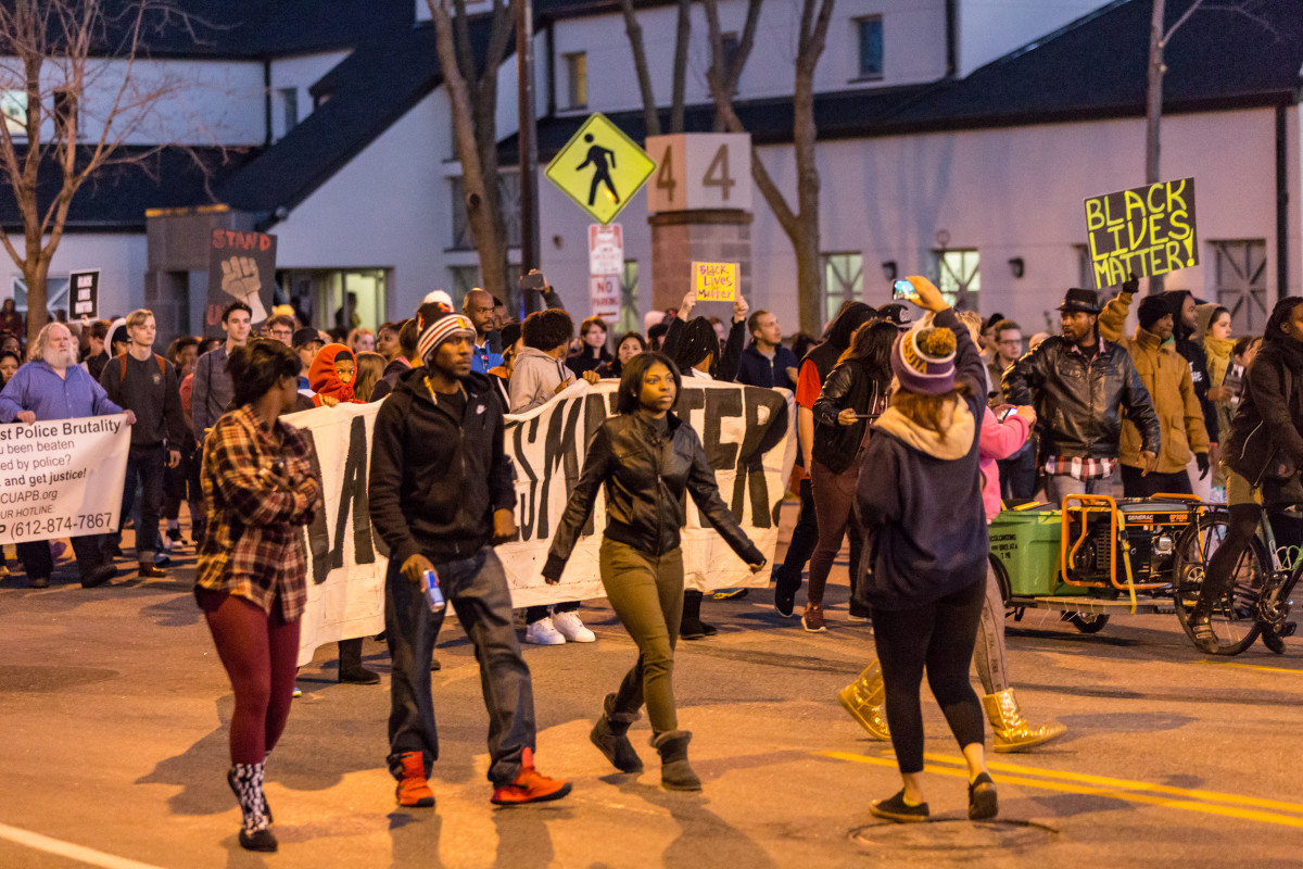 Protesters march down Plymouth Avenue North outside the Minneapolis Police Department's fourth precinct following the officer-involved shooting death of Jamar Clark on November 15, 2015. (Photo: Tony Webster/Flickr)