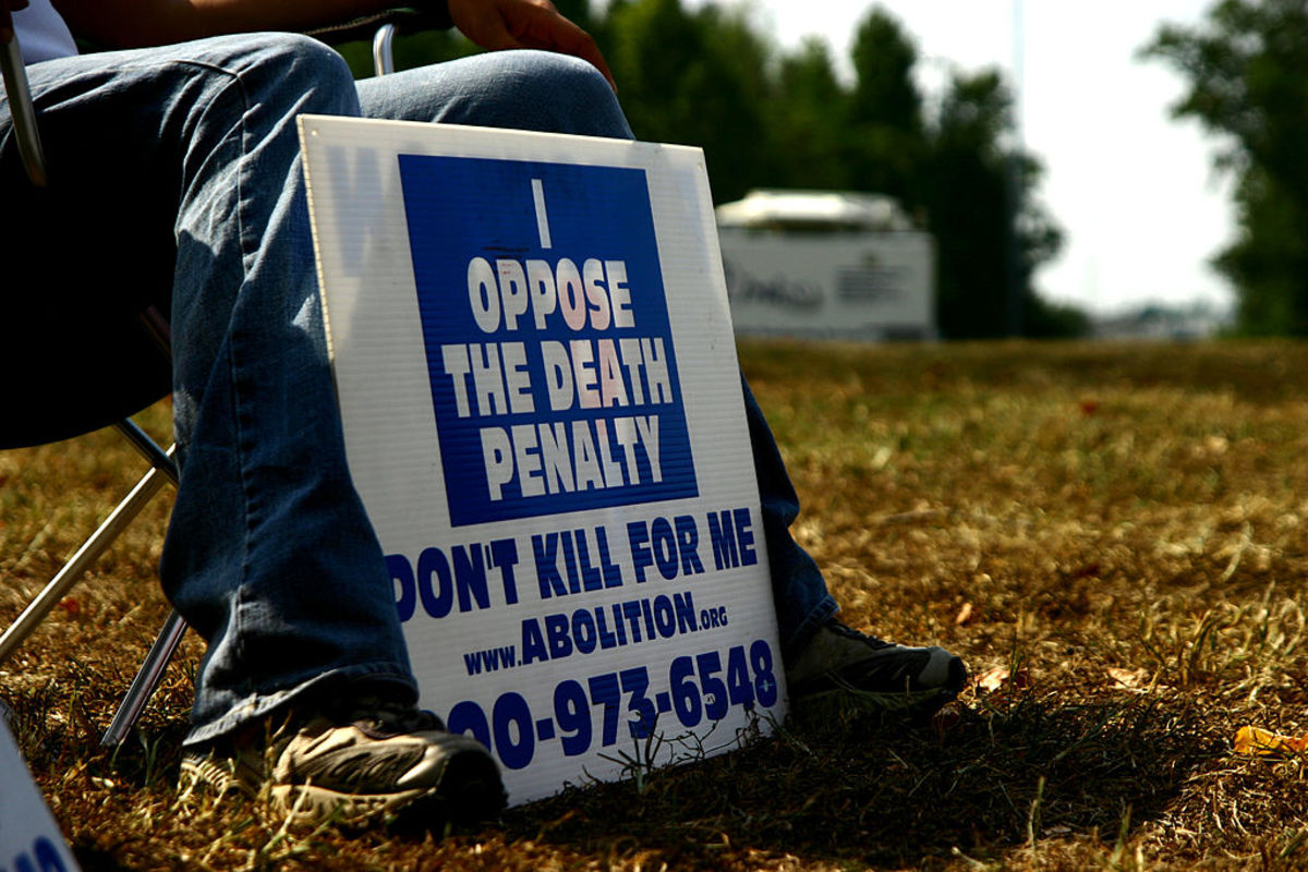 An activist against the death penalty displays his sign outside Greensville prison on September 23, 2010, in Jarratt, Virgina, just hours before the scheduled execution of Teresa Lewis, the first woman to be executed in southern Virginia in almost 100 years. (Photo: Edouard Guihaire/AFP/Getty Images)