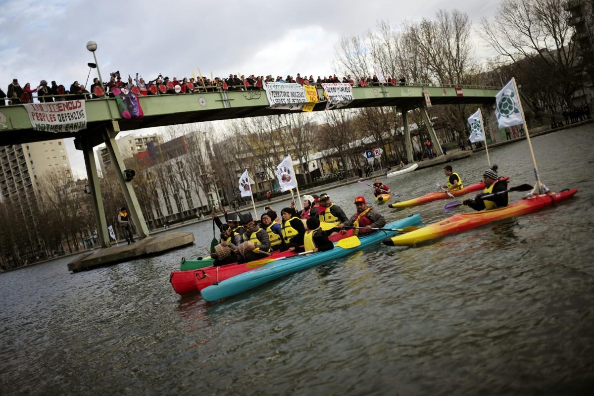 kayaks seine indigenous protest cop21