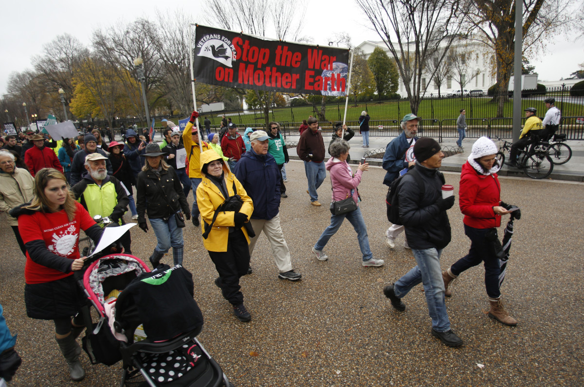 Protesters march outside the White House in Washington, D.C., during a climate change rally on November 29, 2015. (Photo: Yuri Gripas/AFP/Getty Images)