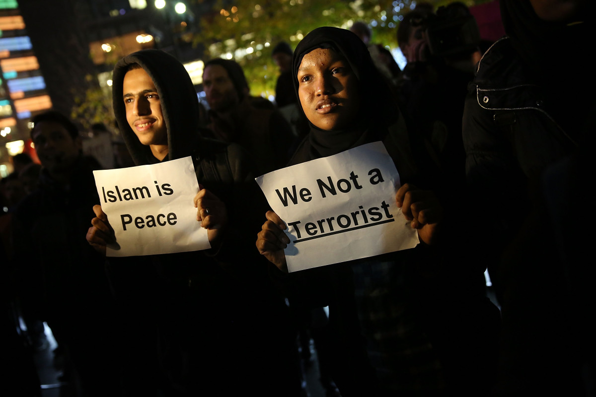 People demonstrating in New York City against conservative presidential candidate Donald Trump's recent remarks concerning Muslims. (Photo: Spencer Platt/Getty Images)