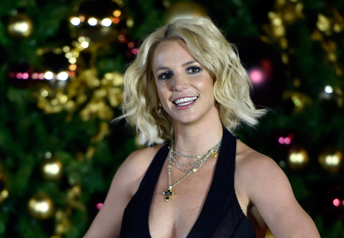 Britney Spears arrives at a Christmas tree-lighting ceremony at The LINQ Promenade on November 21, 2015, in Las Vegas, Nevada. (Photo: David Becker/Getty Images)