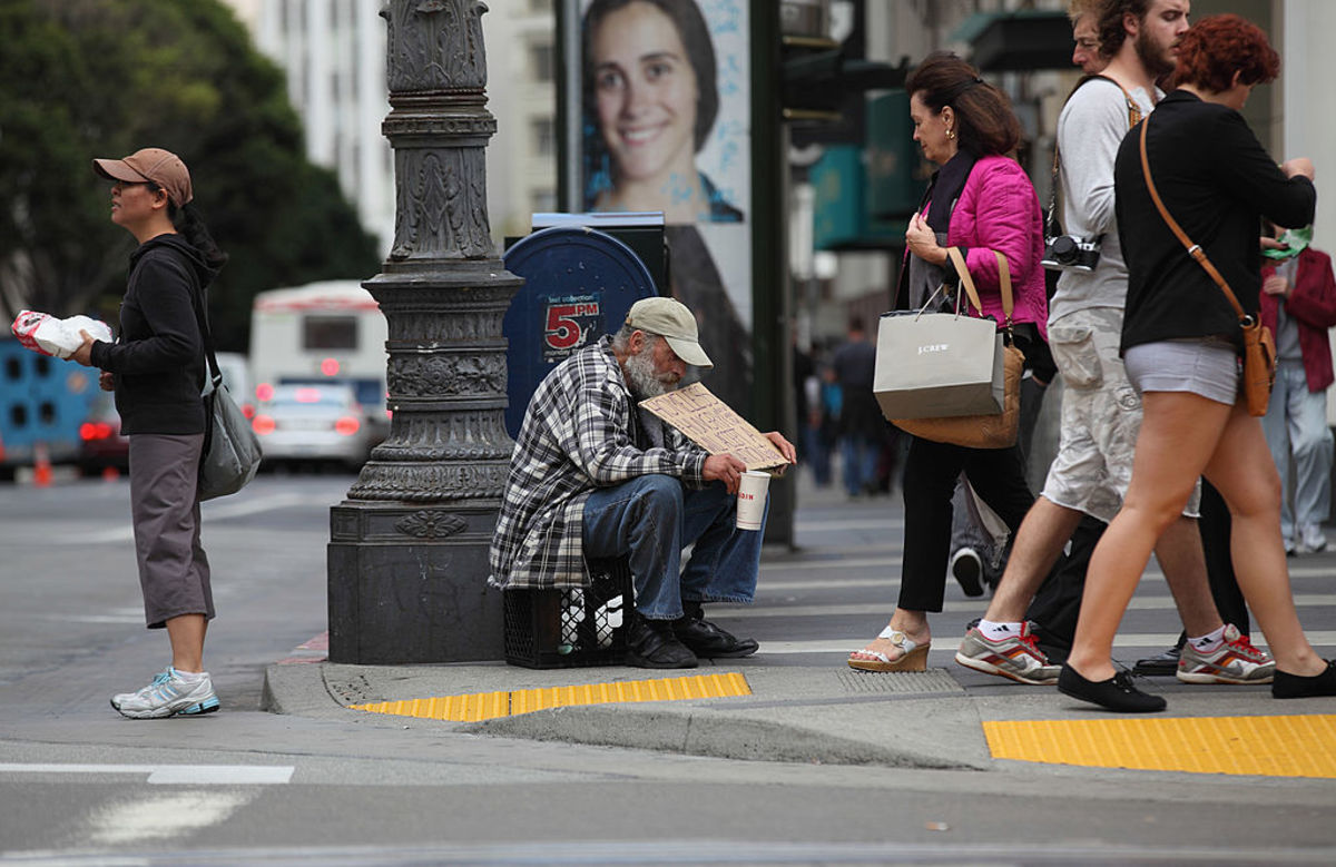 A homeless man holds a sign as he  panhandles for spare change on September 16, 2010, in San Francisco,  California. (Photo: Justin Sullivan/Getty Images)