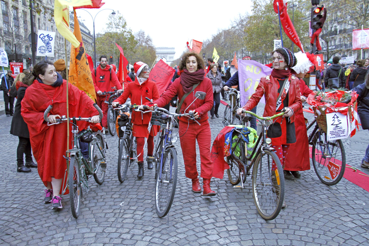 bicycles paris protest december 12 climate