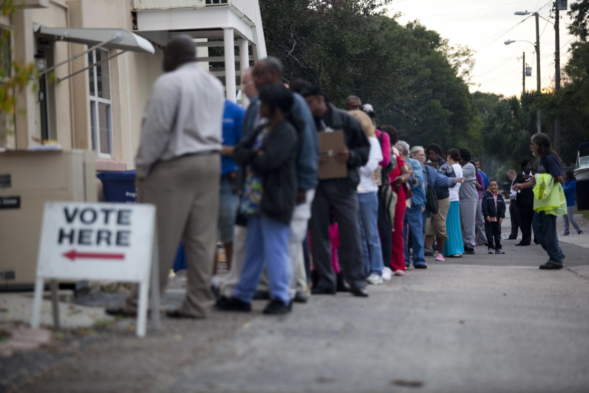 Lines of voters wait to cast their ballots as the polls open on November 6, 2012, in St. Petersburg, Florida. (Photo: Edward Linsmier/Getty Images)
