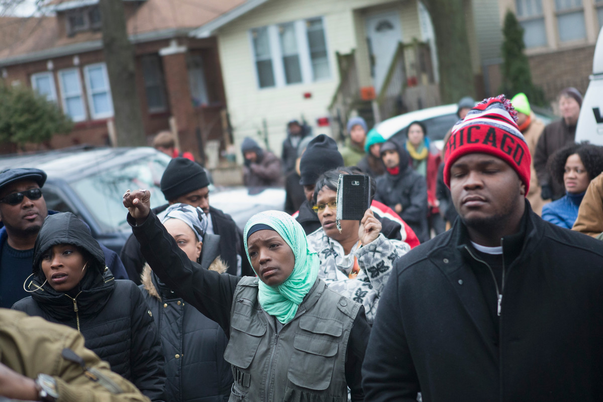 Family, friends, and supporters gather outside the home of Bettie Jones and Quintonio LeGrier during a vigil on December 27, 2015, in Chicago, Illinois. (Photo: Scott Olson/Getty Images)