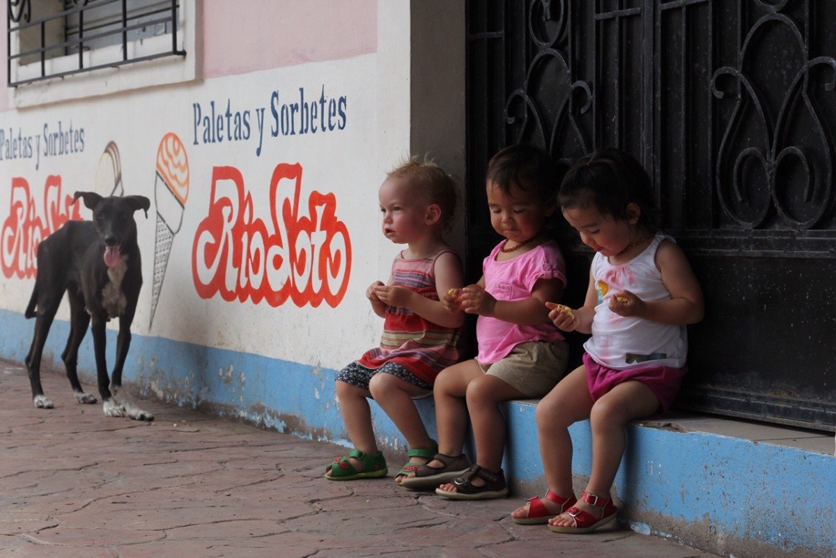 Jasper (left), Veda, and Nami taking in the sights of downtown El Cuco.(Photo: Jeff Den Broeder)