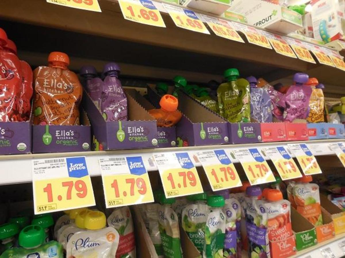 Flexible plastic pouches in the baby food aisle. (Photo: ParentingWatch/Wikimedia Commons)