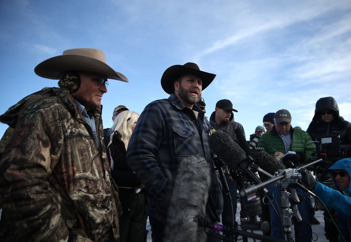Ammon Bundy speaks to members of the media in front of the Malheur National Wildlife Refuge Headquarters on January 6, 2016, near Burns, Oregon. (Photo: Justin Sullivan/Getty Images)