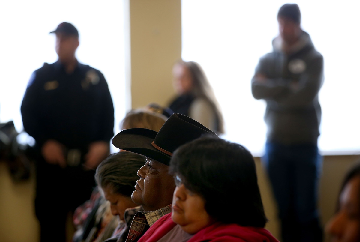 Members of the Burns Paiute tribe look on during a press conference on January 6, 2016, in Burns, Oregon. (Photo: Justin Sullivan/Getty Images)
