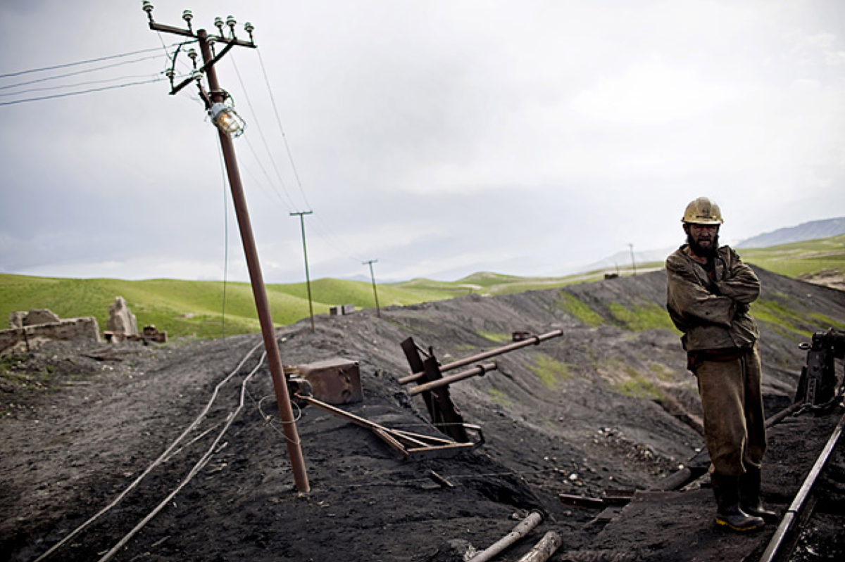A coal miner at work in the Karkar Valley coal mines in Puli Khumri, Afghanistan. (Photo: Benjamin Lowy/Getty Images)