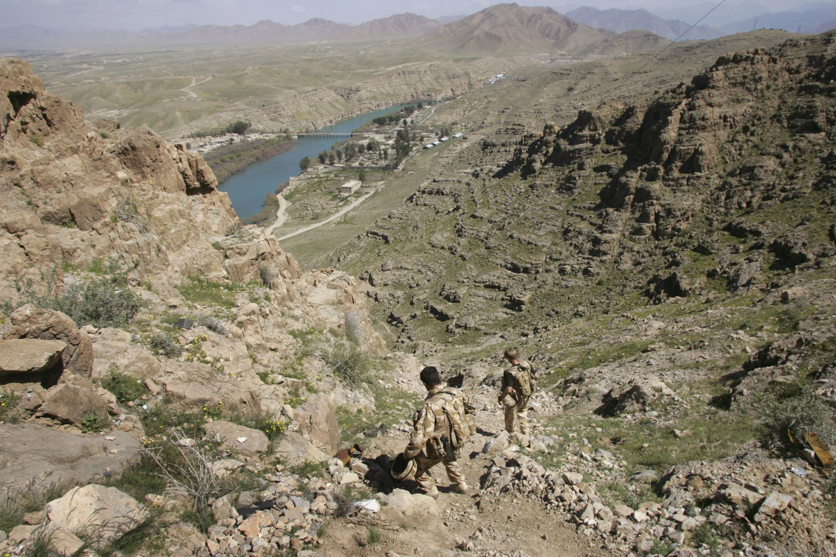 British commandos descend from a mountain observation post overlooking the beginning of the Helmand River at the Kajaki hydroelectric dam on March 13, 2007. (Photo: John Moore/Getty Images)