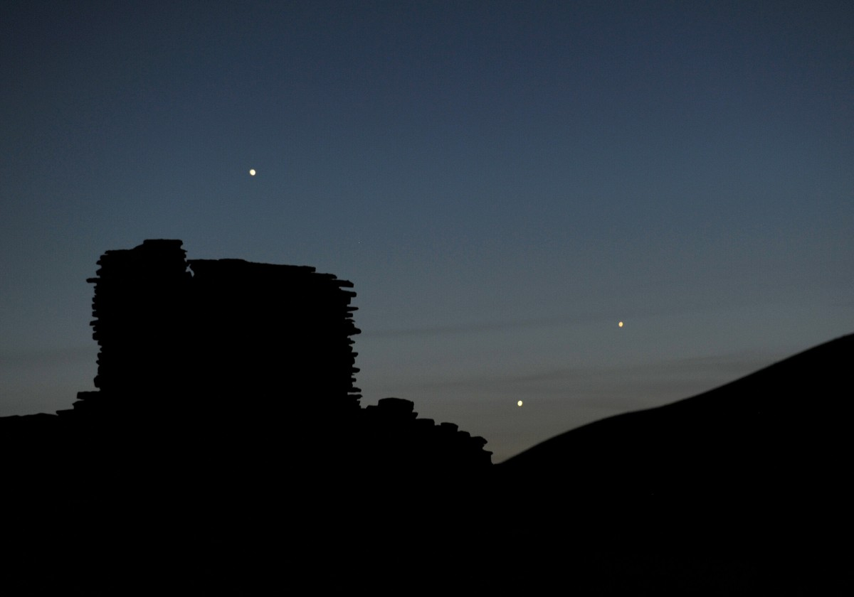 The planets Jupiter, Venus, and Mercury are seen in an unusual conjunction setting over the Wupatki pueblo ruin on May 24, 2013. (Photo: Stan Honda/AFP/Getty Images)