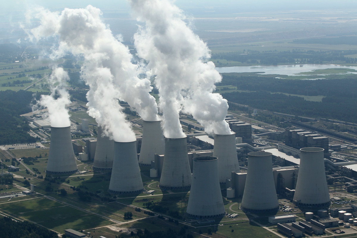 Steam rises from cooling towers at the Jaenschwalde coal-fired power plant on August 20, 2010, at Jaenschwalde, Germany. (Photo: Sean Gallup/Getty Images)