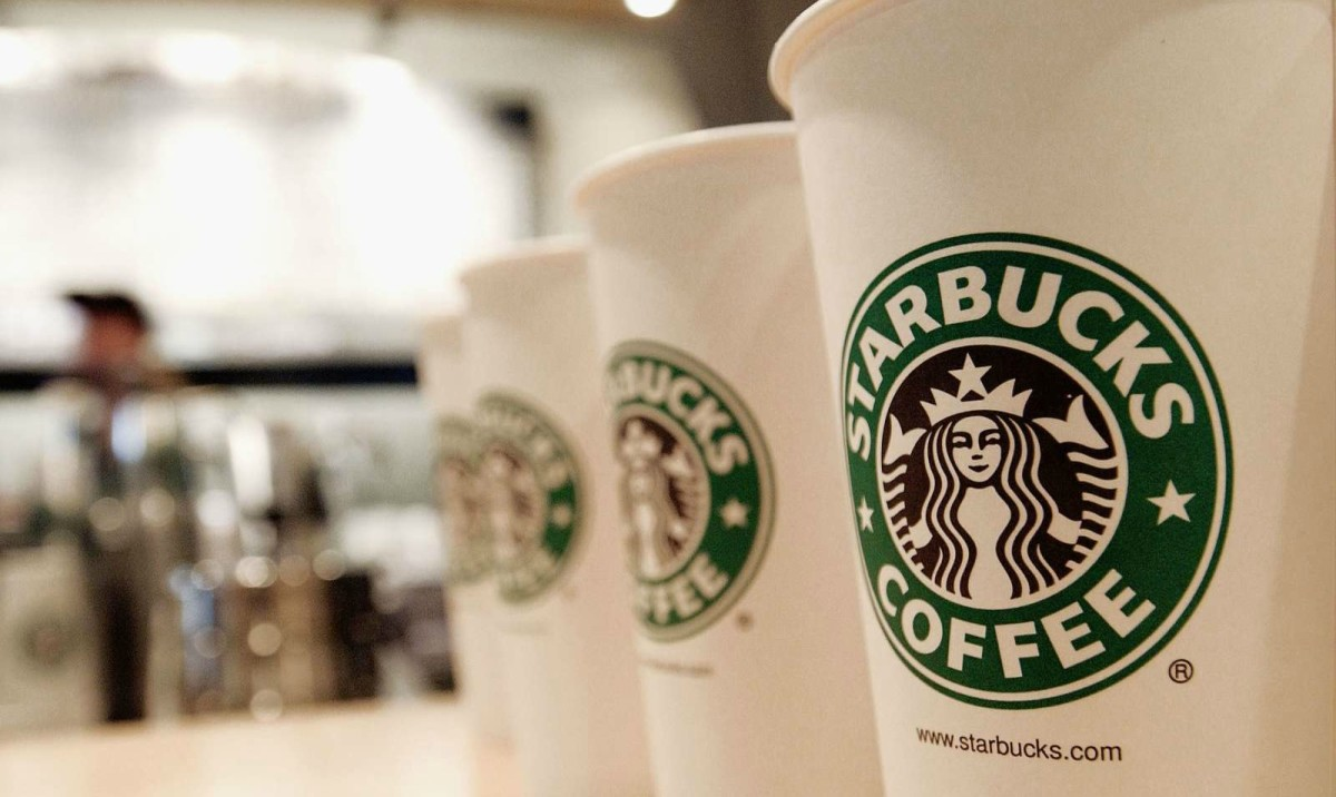 Beverage cups featuring the logo of Starbucks Coffee are seen in a store in New York City. (Photo: Stephen Chernin/Getty Images)