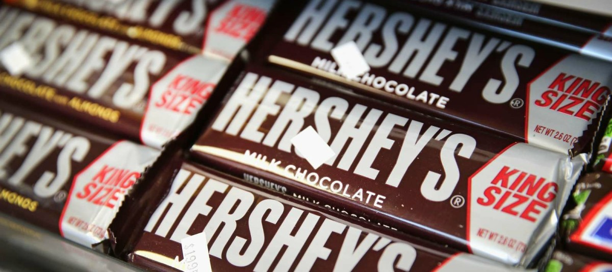 Hershey's chocolate bars are offered for sale in Chicago, Illinois. (Photo: Scott Olson/Getty Images)