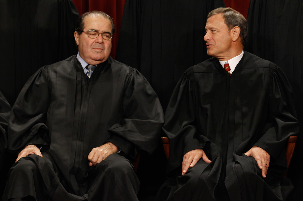 U.S. Supreme Court Associate Justice Antonin Scalia and Chief Justice John Roberts in the Supreme Court building in 2010. (Photo: Chip Somodevilla/Getty Images)
