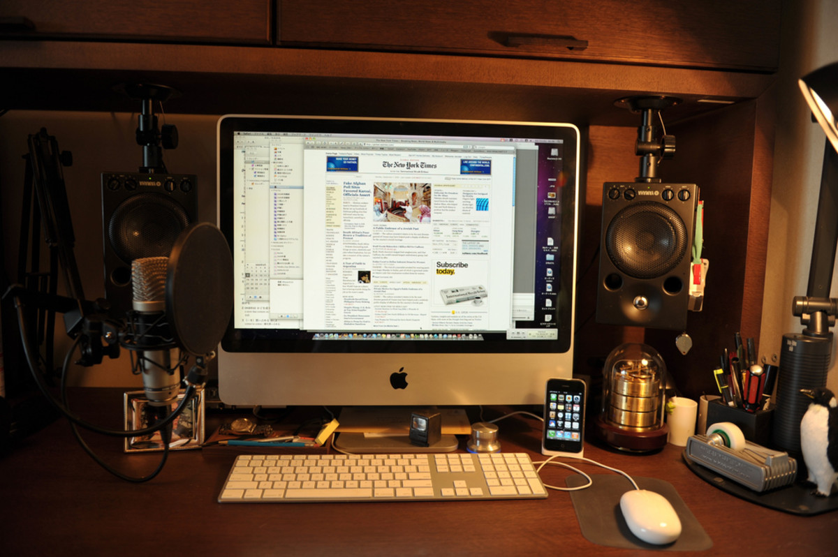 I like working approximately 15 feet away from my bed. (Photo: tranztec/Flickr)