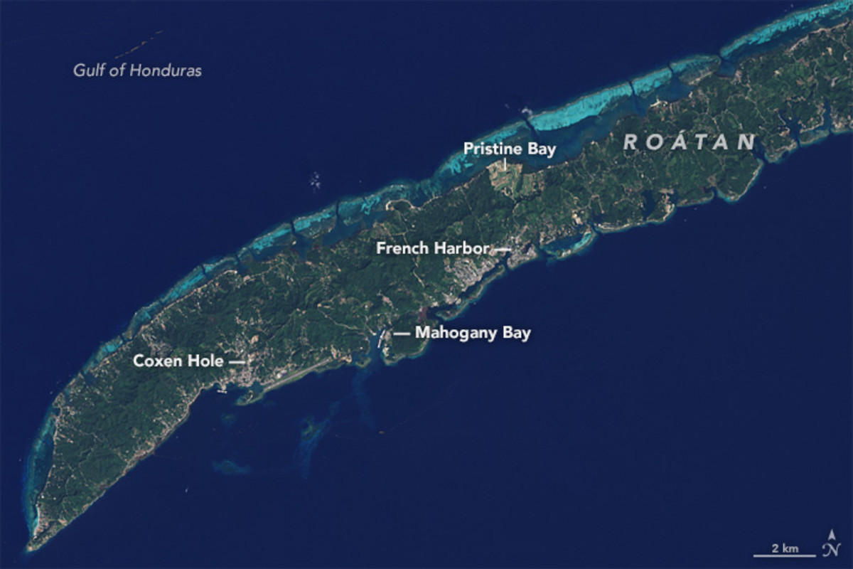 Satellite image of Roatán acquired in 2015. (Photo: NASA)