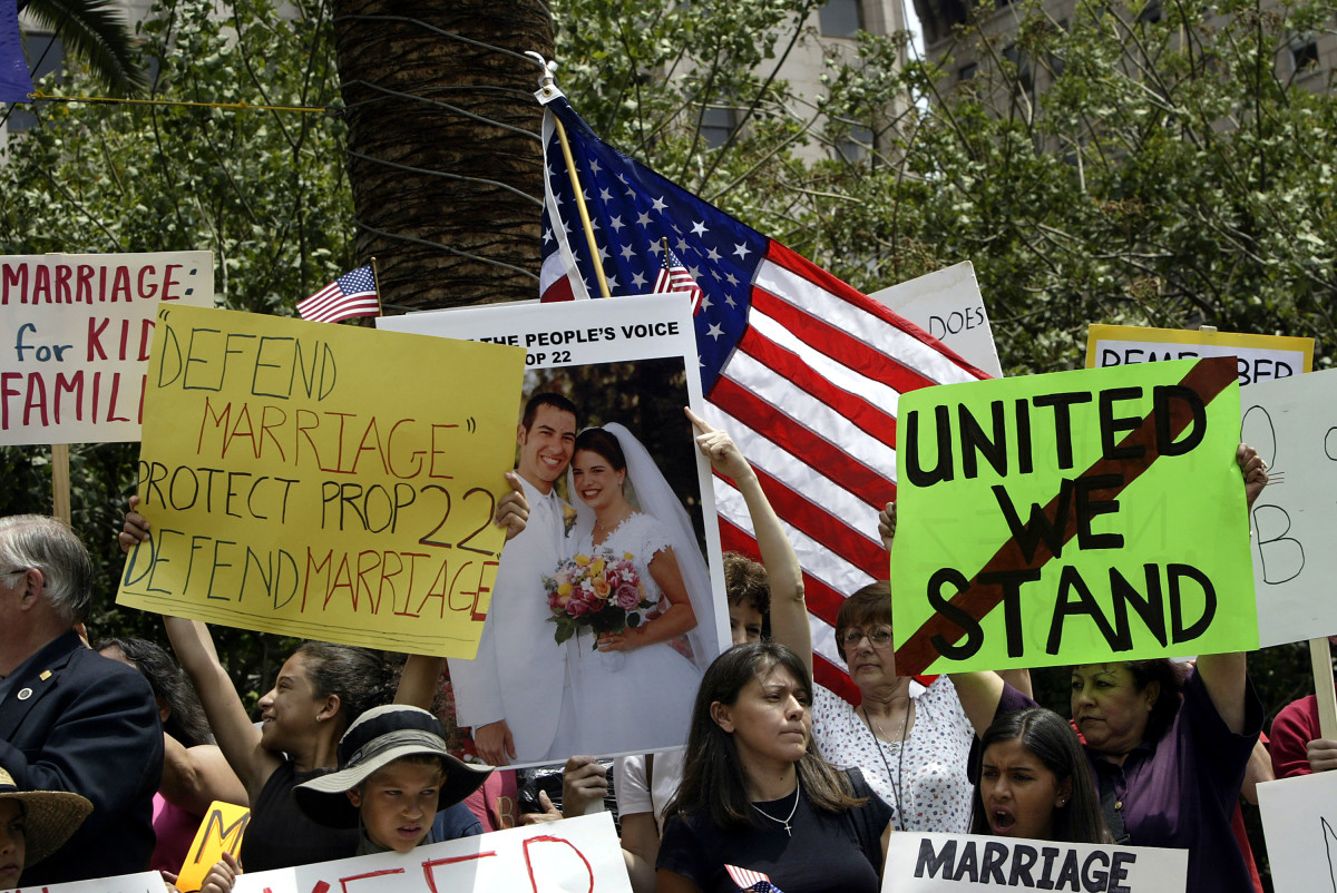 Demonstrators protest same-sex marriages during an anti-gay rally on May 18, 2004, in Los Angeles, California. (Photo: David McNew/Getty Images)