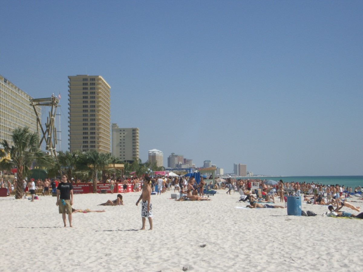 Spring break tourist crowds at Panama City Beach, Florida. (Photo: Eupator/Wikimedia Commons)