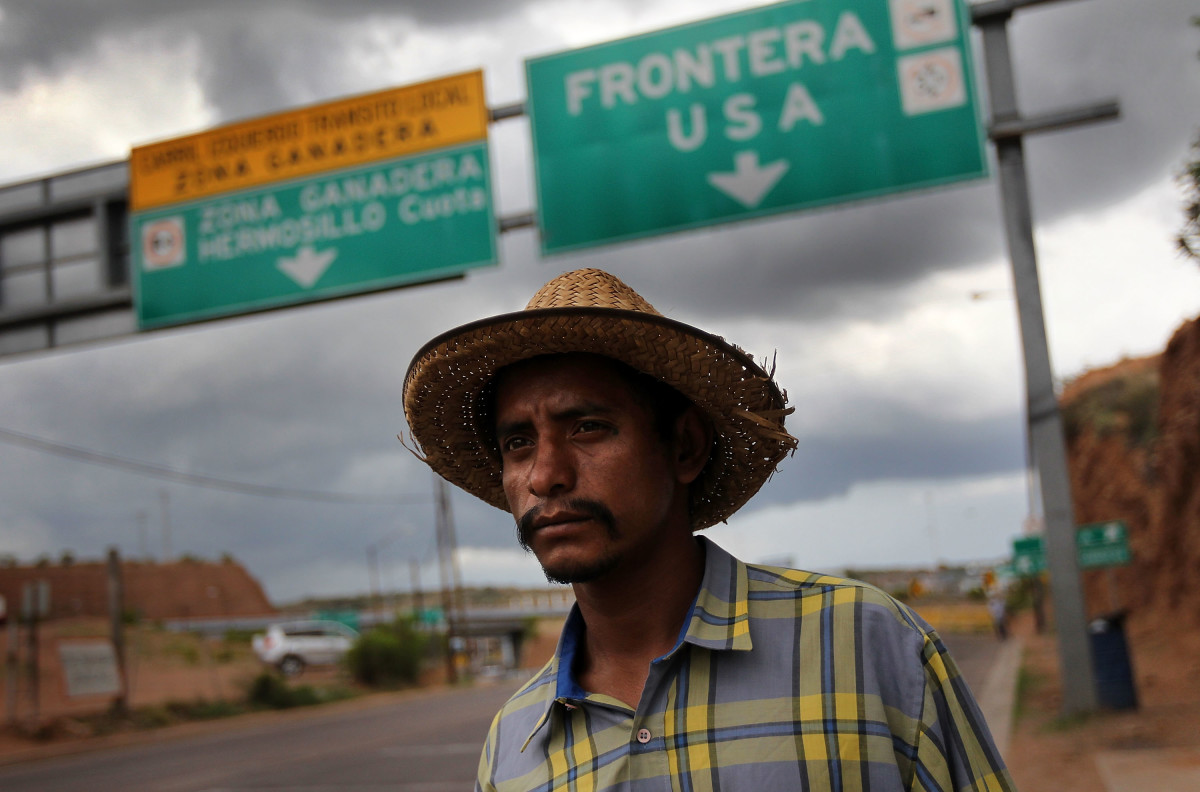 A Mexican immigrant walks along the U.S.-Mexico border after being deported from Arizona to Nogales, Mexico, on July 27, 2010. (Photo: John Moore/Getty Images)