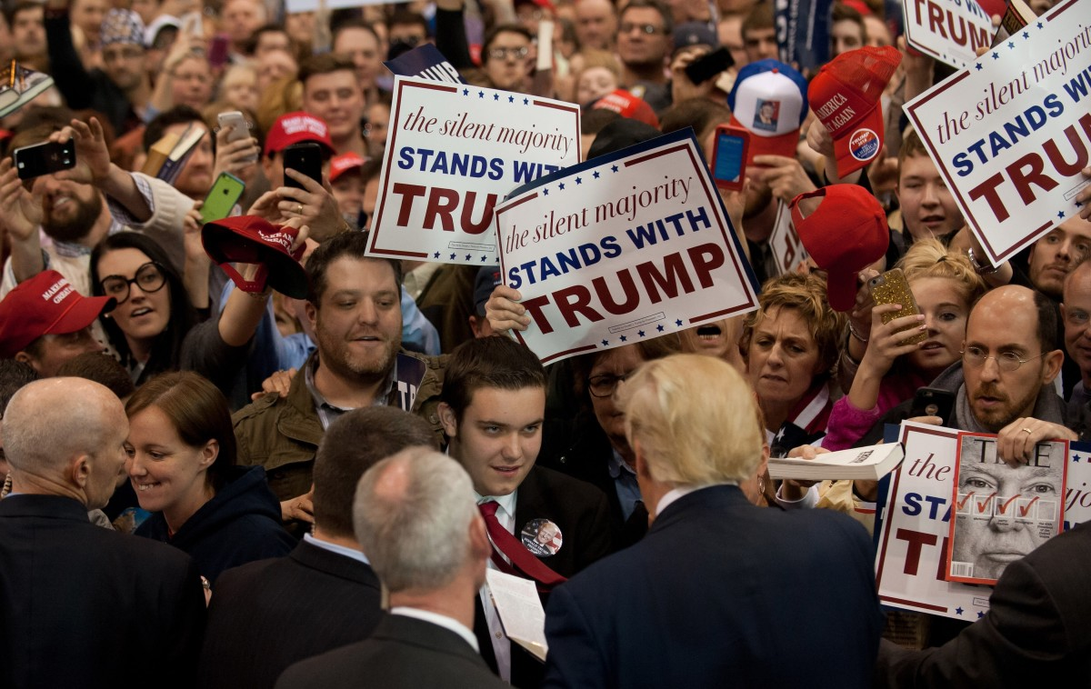 Donald Trump signs autographs for guests gathered for a campaign event in Cleveland, Ohio. (Photo: Jeff Swensen/Getty Images)