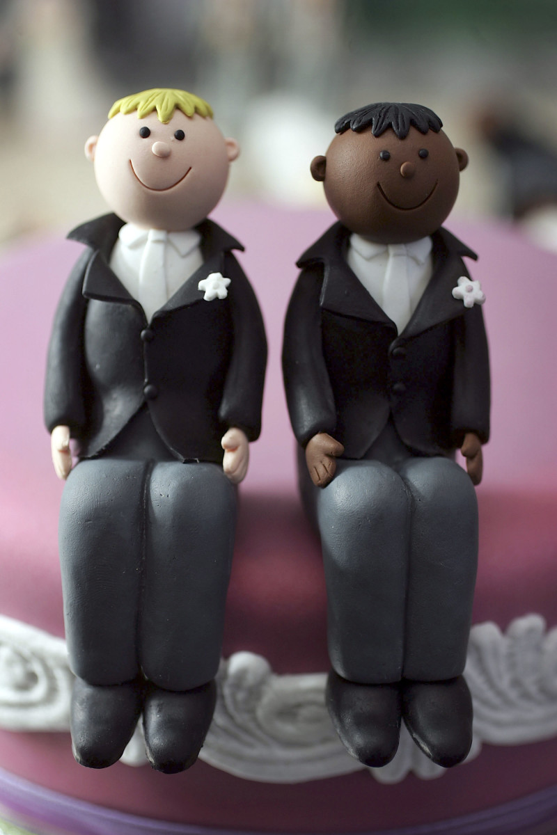 Same-sex statues adorn the top of a wedding cake. (Photo: Christopher Furlong/Getty Images)