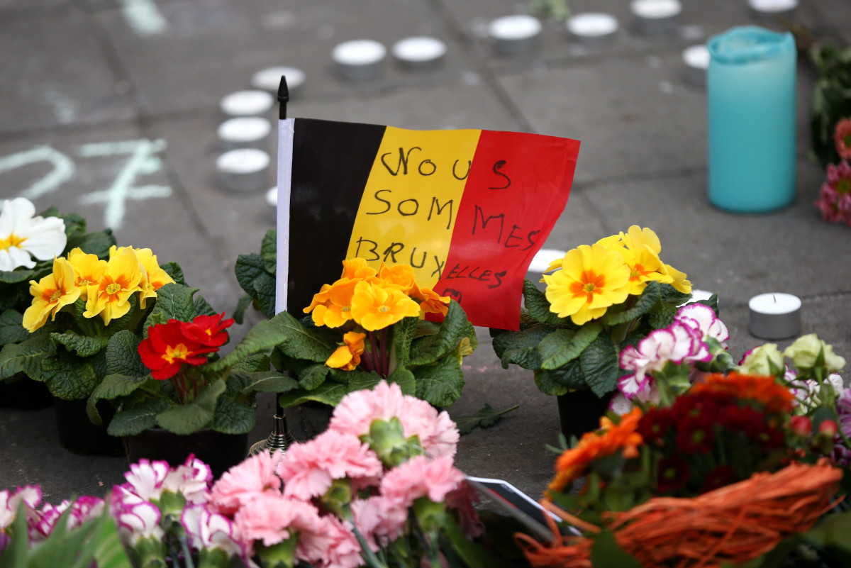 Tributes are left at the Place de la Bourse following the attacks on March 22, 2016, in Brussels, Belgium. (Photo: Carl Court/Getty Images)