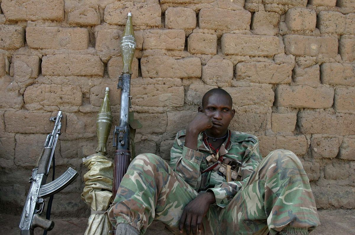 An armed solider in Birao, Vakaga, Central African Republic. (Photo: hdptcar/Flickr)
