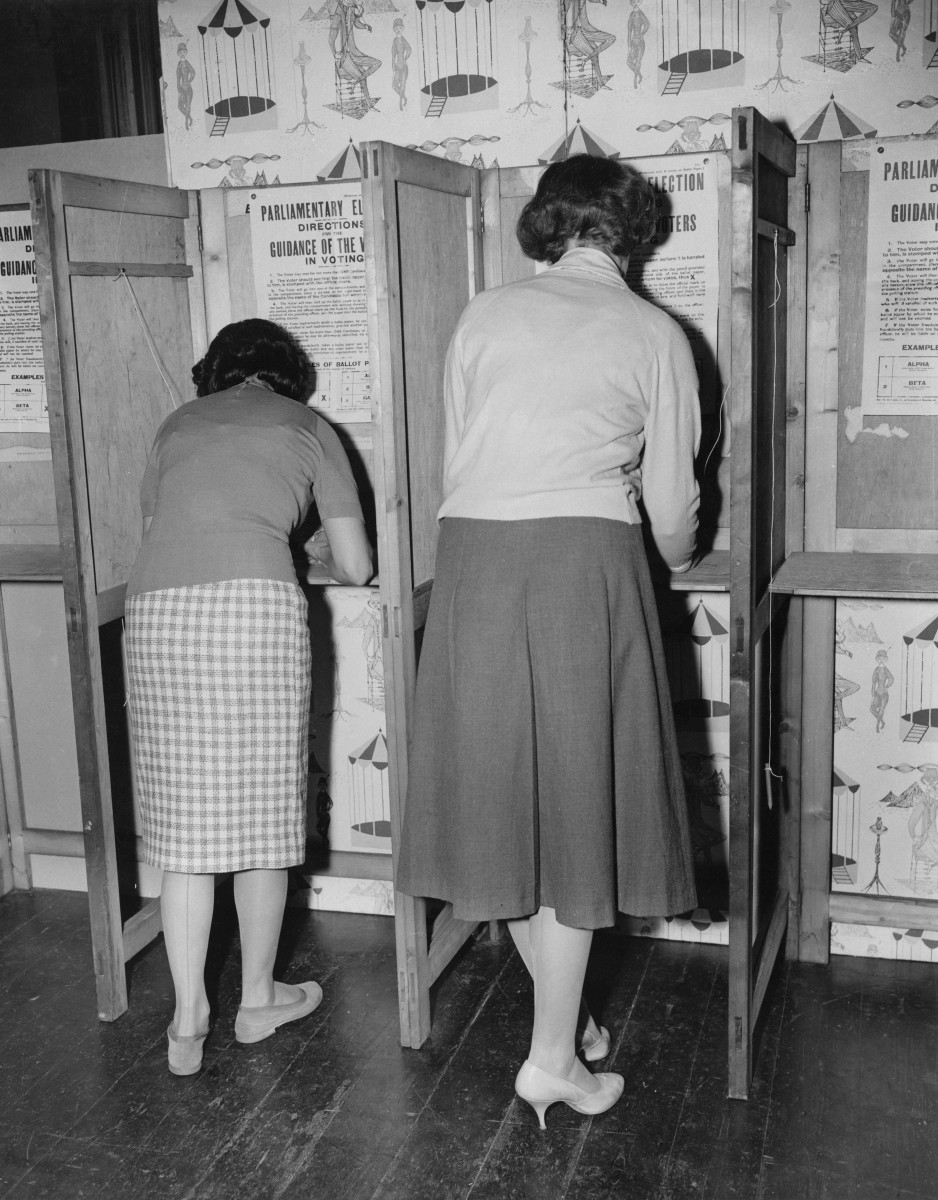 Voters in 1959. (Photo: Central Press/Hulton Archive/Getty Images)