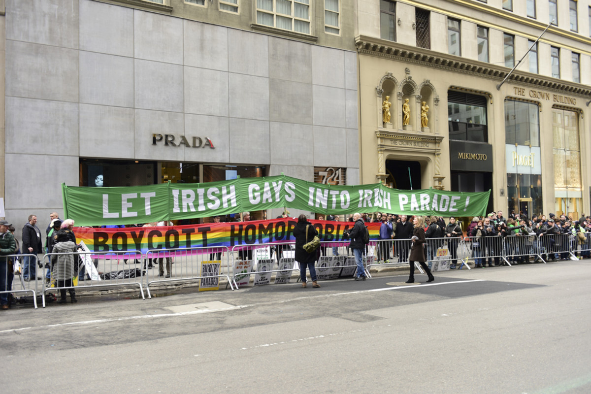 The 254th St. Patrick's Day parade meets protesters from the Irish Queers organization. (Photo: a katz/Shutterstock)