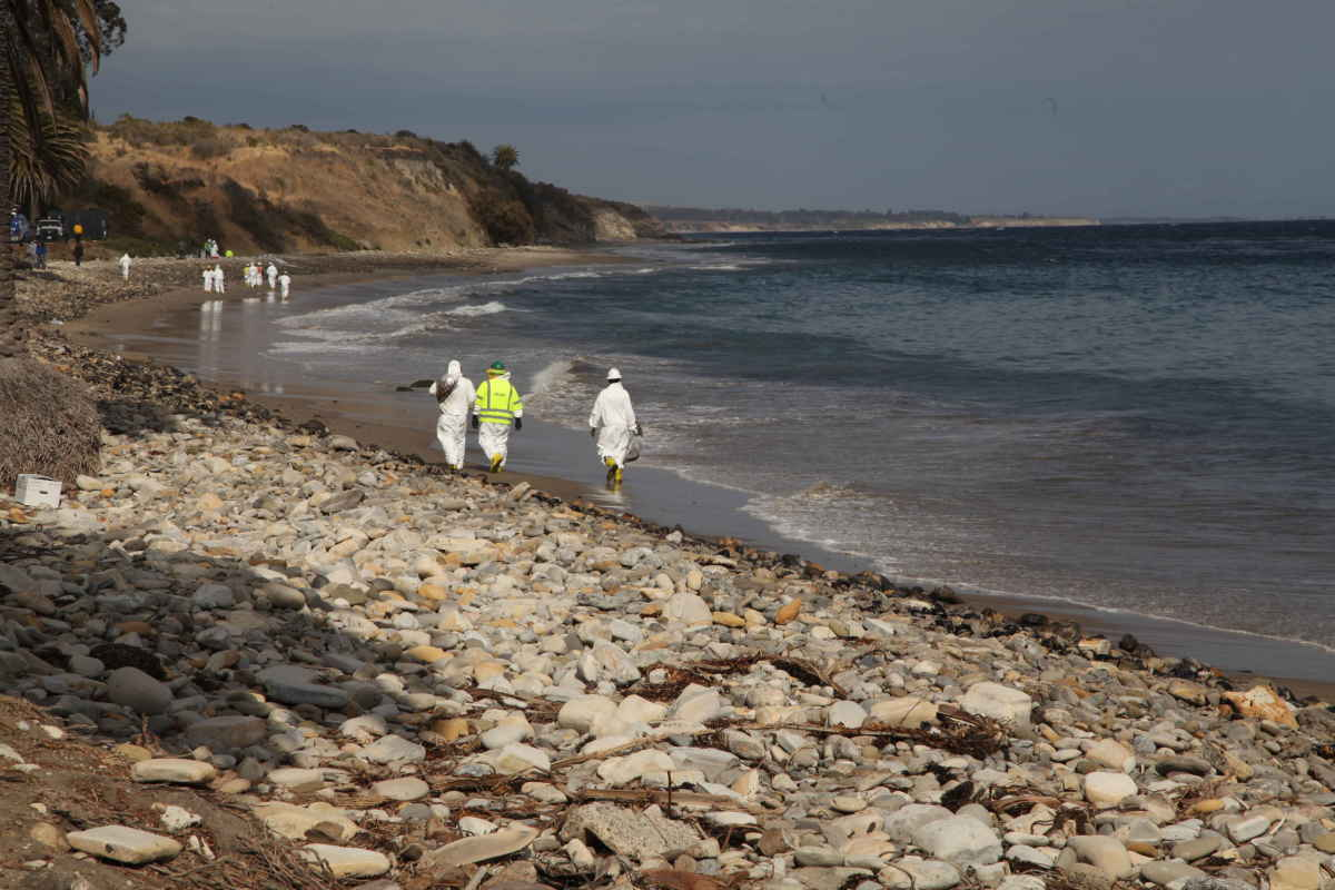 Oil spill clean-up crews walk the beach at Refugio State Park. (Photo: Gail Osherenko)